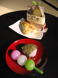 団子と桜1.JPG